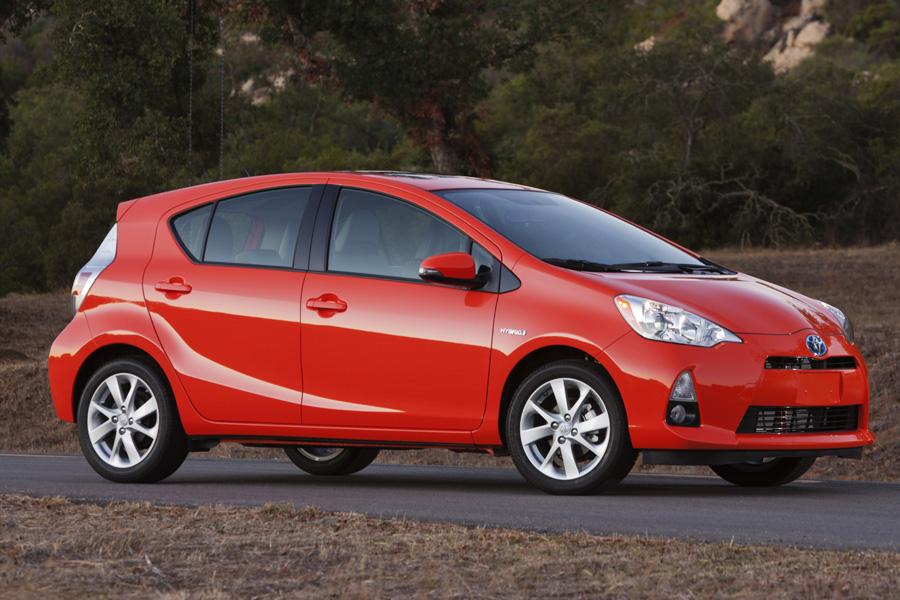 2012 Toyota Prius c Photo 2 of 16