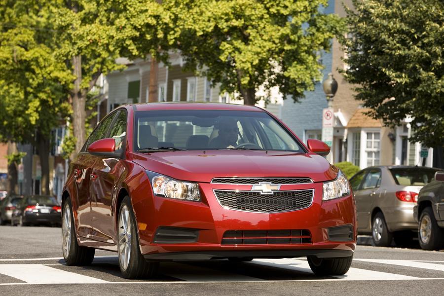 2012 Chevrolet Cruze Photo 2 of 10