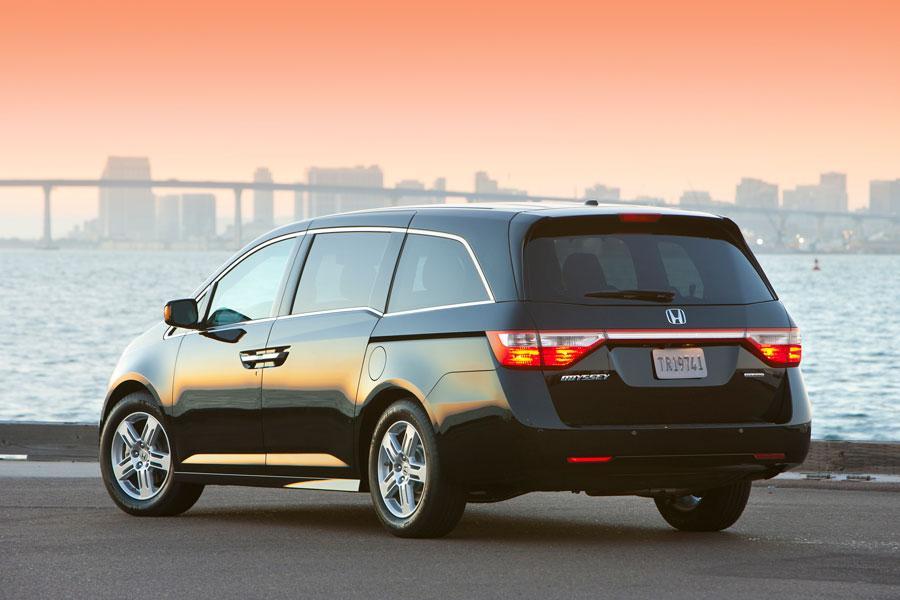 2012 Honda Odyssey Photo 4 of 5