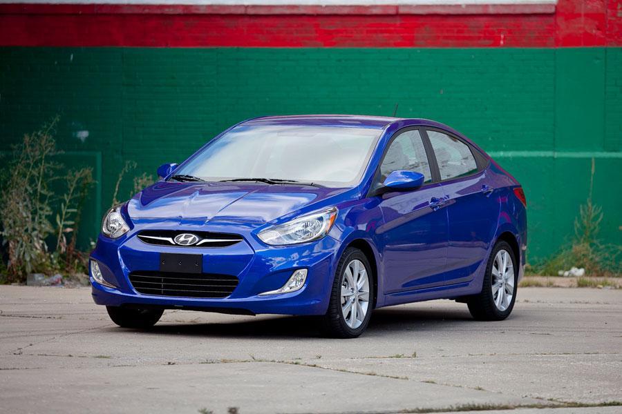 2012 Hyundai Accent Photo 1 of 19