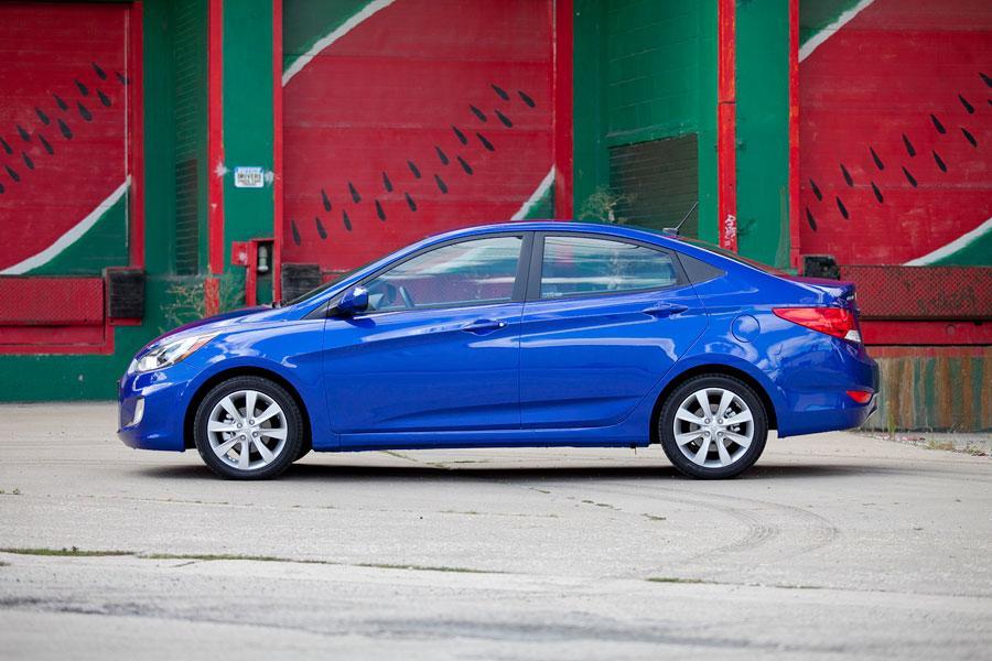 2012 Hyundai Accent Photo 5 of 19
