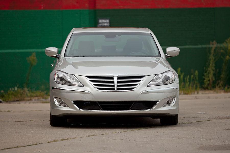 2012 Hyundai Genesis Photo 4 of 7
