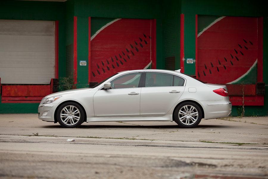 2012 Hyundai Genesis Photo 5 of 7