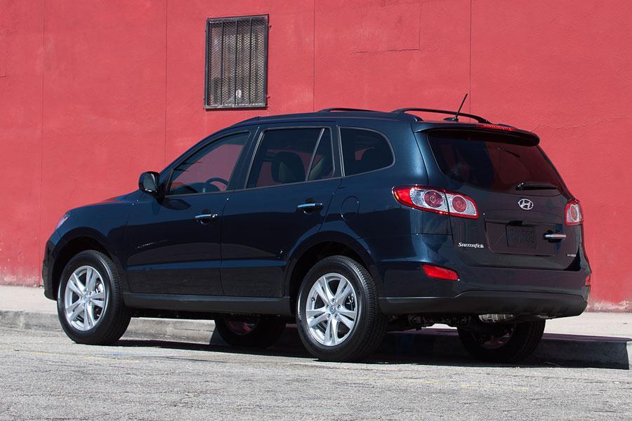 2012 Hyundai Santa Fe Photo 2 of 17