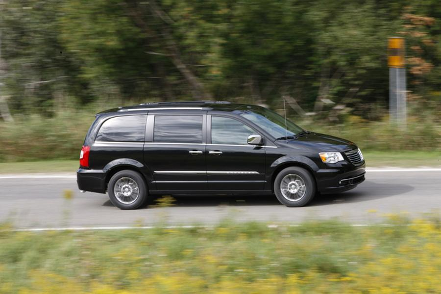 2012 Chrysler Town & Country Photo 3 of 4