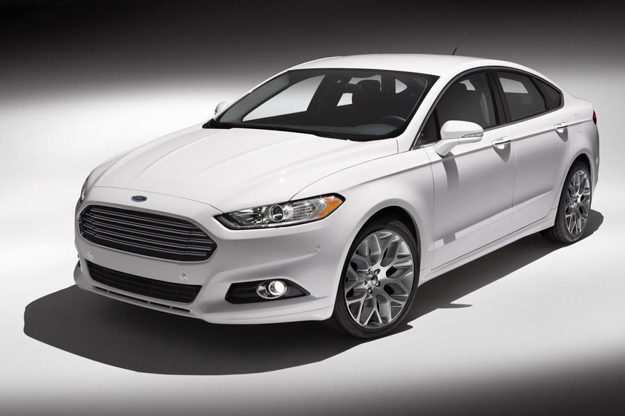 2013 Ford Fusion Energi Photo 2 of 11