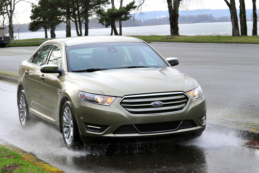 2013 Ford Taurus Photo 4 of 50