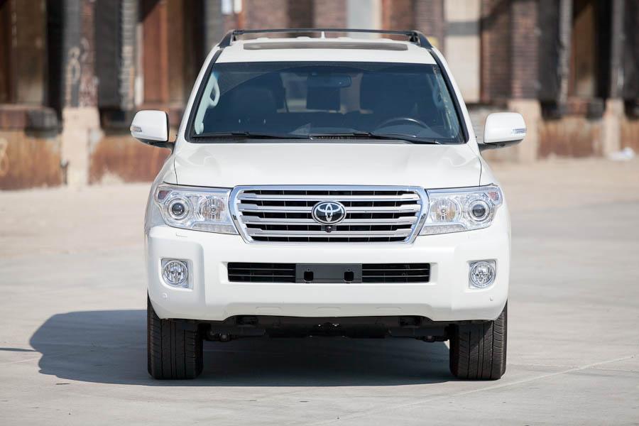 2013 Toyota Land Cruiser Photo 2 of 18