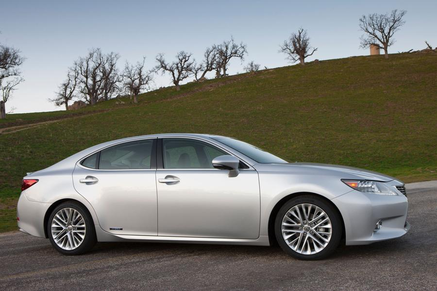 2013 Lexus ES 300h Photo 2 of 14