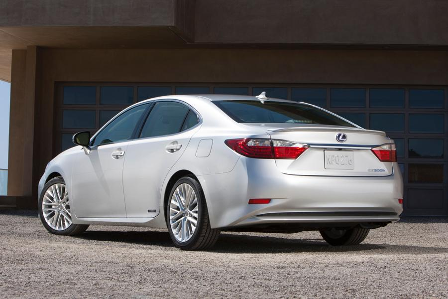 2013 lexus es 300h overview. Black Bedroom Furniture Sets. Home Design Ideas