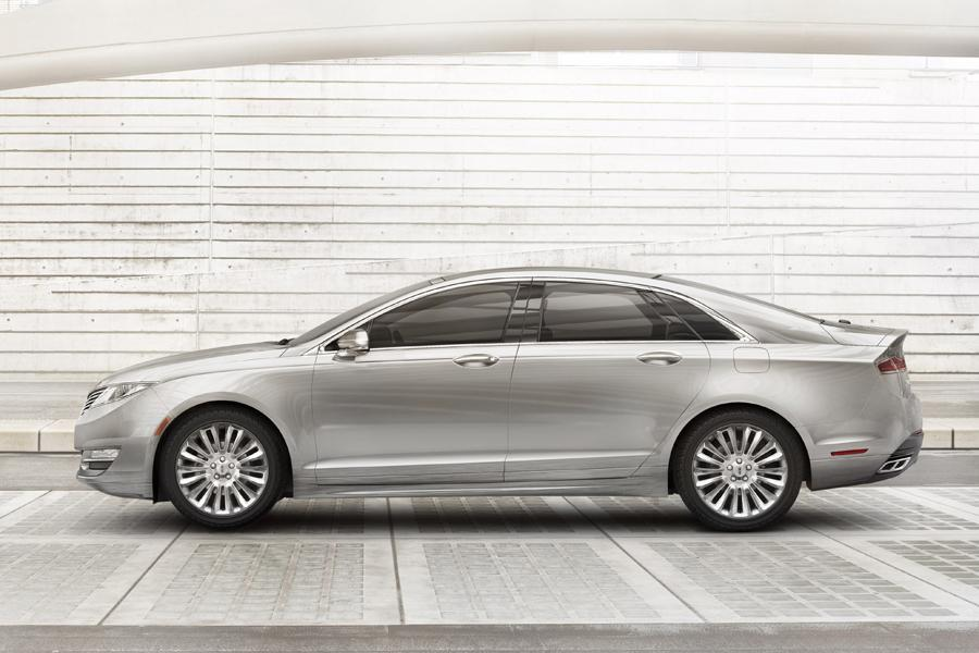 2013 Lincoln MKZ Photo 2 of 16