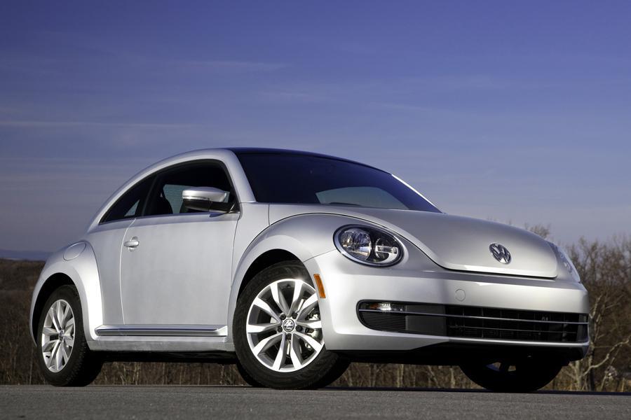 2013 Volkswagen Beetle Photo 2 of 6