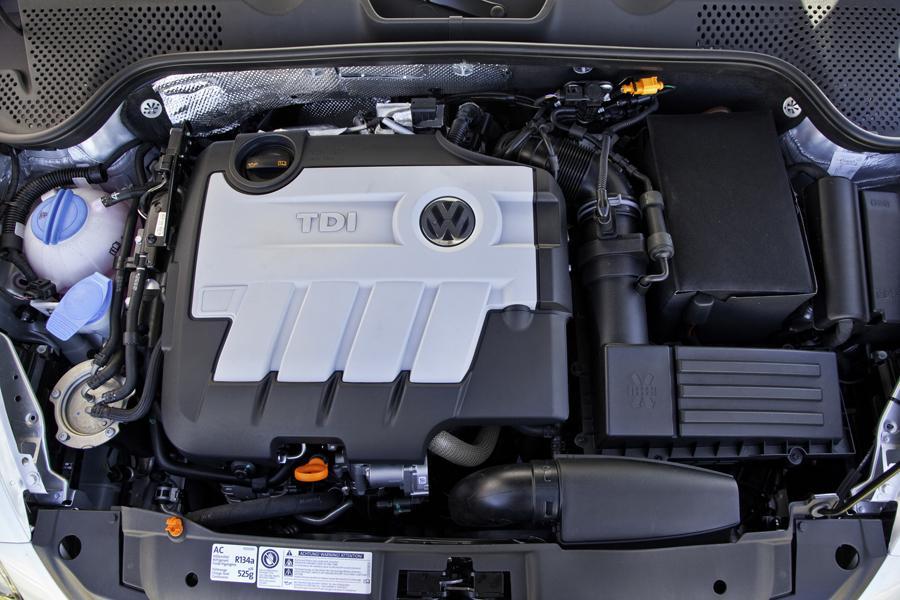 2013 Volkswagen Beetle Photo 4 of 6