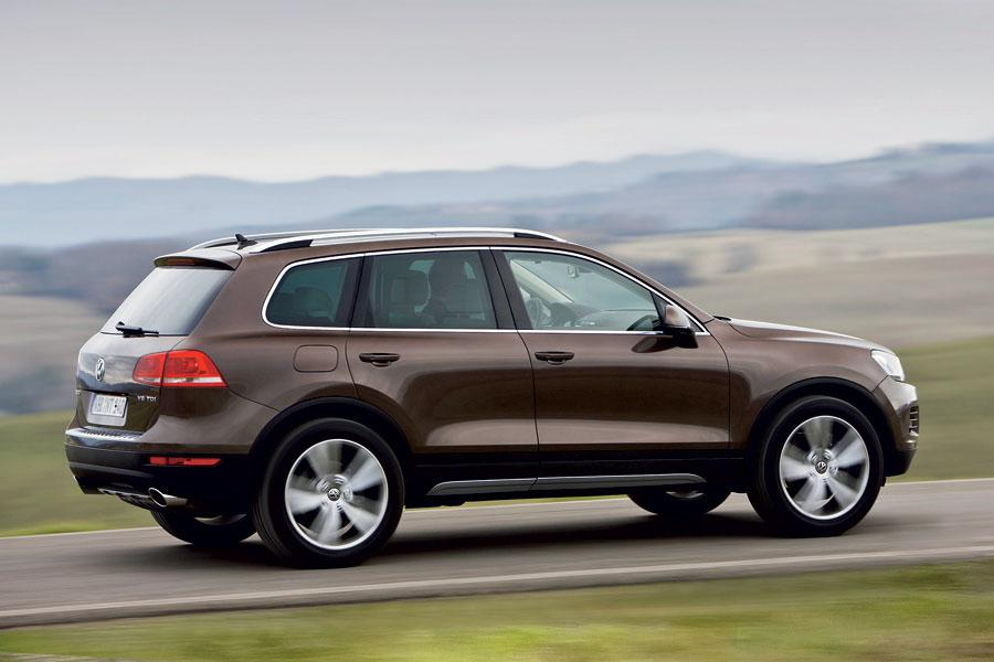 2012 Volkswagen Touareg Photo 2 of 6