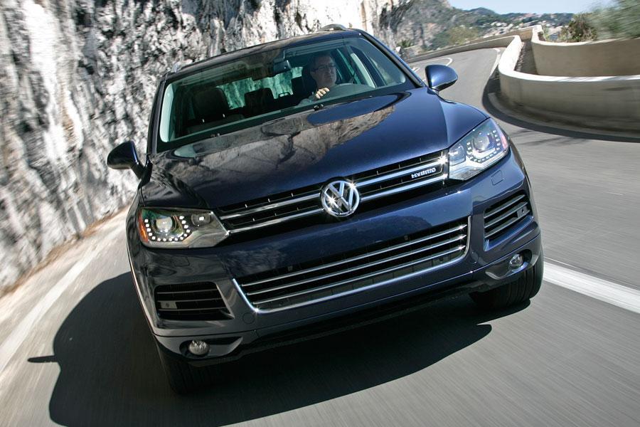 2012 Volkswagen Touareg Hybrid Photo 2 of 5
