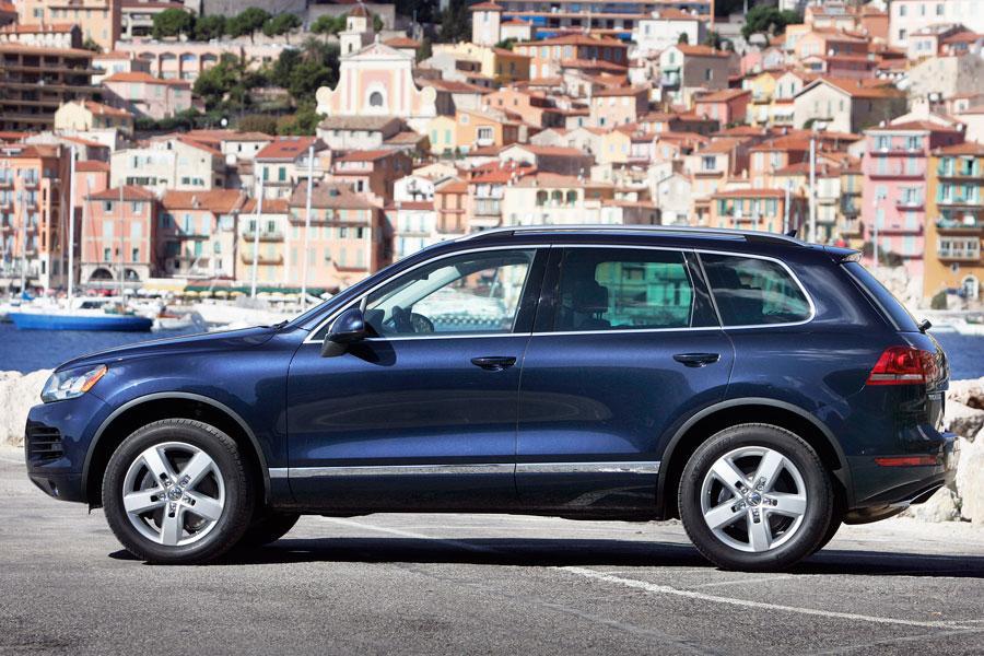 2012 Volkswagen Touareg Hybrid Photo 3 of 5