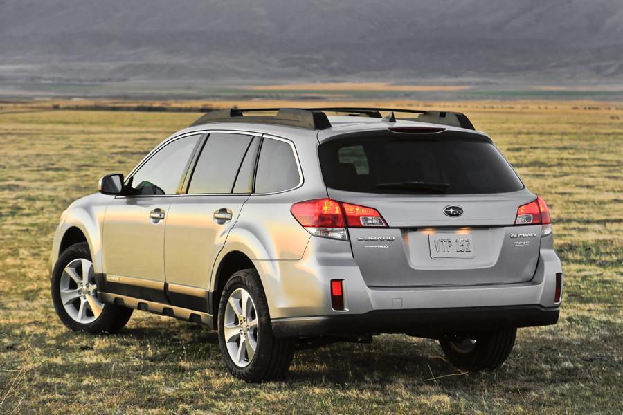 2013 Subaru Outback Photo 2 of 10
