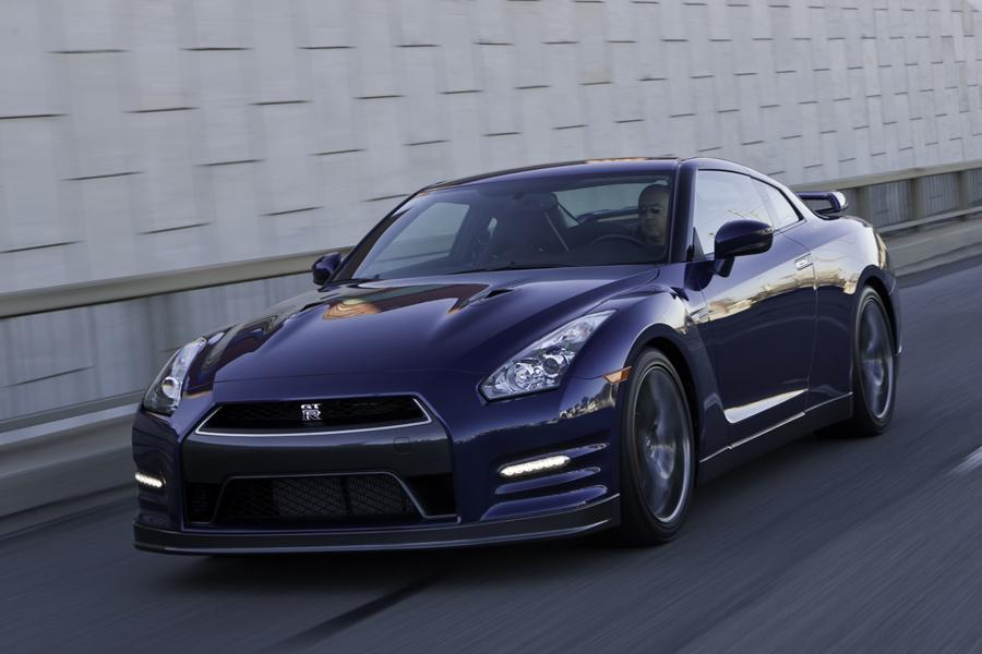 2013 Nissan GT-R Photo 2 of 16