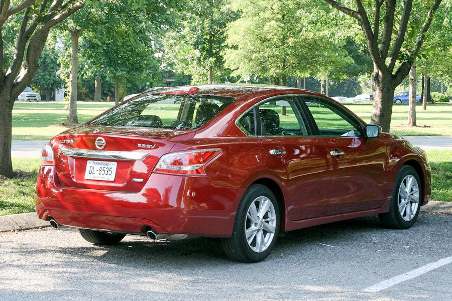 2013 nissan altima specs pictures trims colors. Black Bedroom Furniture Sets. Home Design Ideas