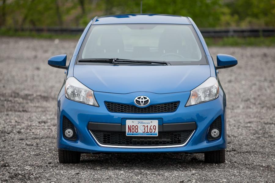 2012 Toyota Yaris Photo 2 of 17