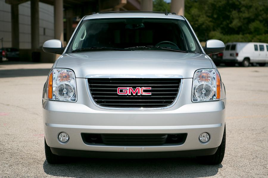 2012 GMC Yukon XL Photo 2 of 20