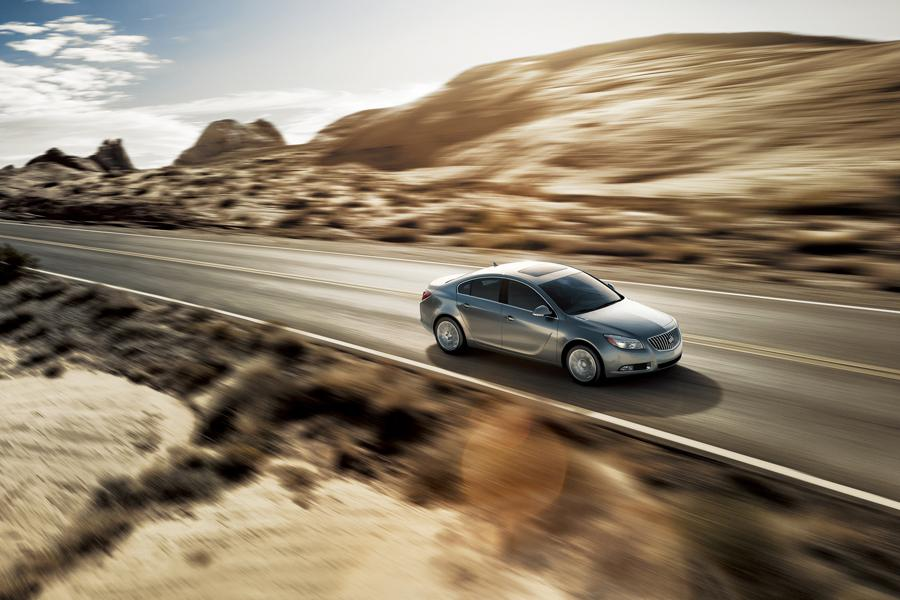 2013 Buick Regal Photo 2 of 5