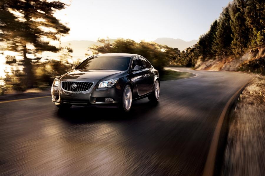 2013 Buick Regal Photo 4 of 5