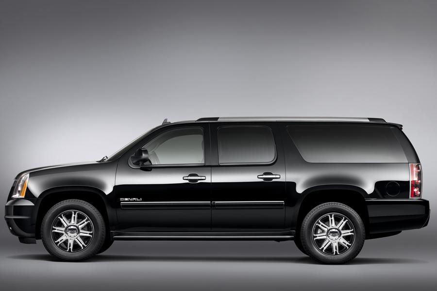 2013 GMC Yukon XL Photo 2 of 10