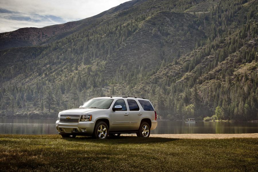 2013 Chevrolet Tahoe Photo 2 of 3