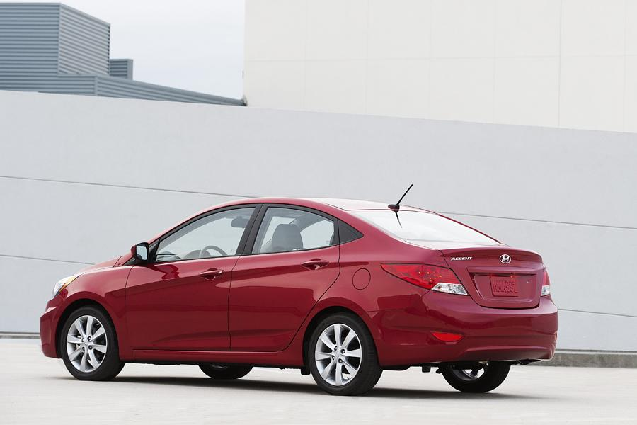 2013 Hyundai Accent Photo 2 of 13