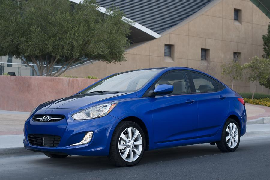2013 Hyundai Accent Photo 3 of 13