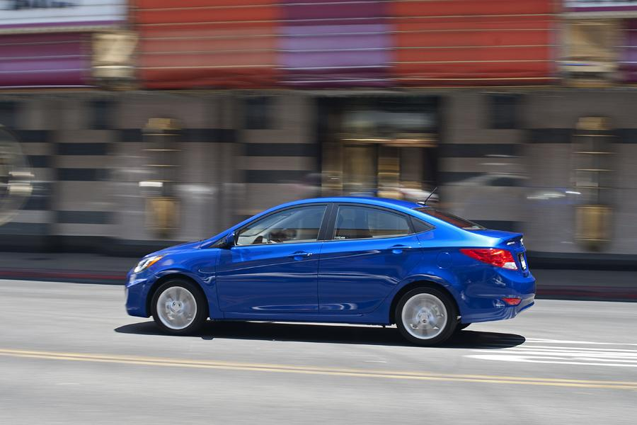 2013 Hyundai Accent Photo 4 of 13