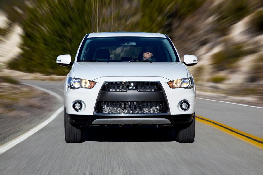 2013 Mitsubishi Outlander Photo 3 of 12