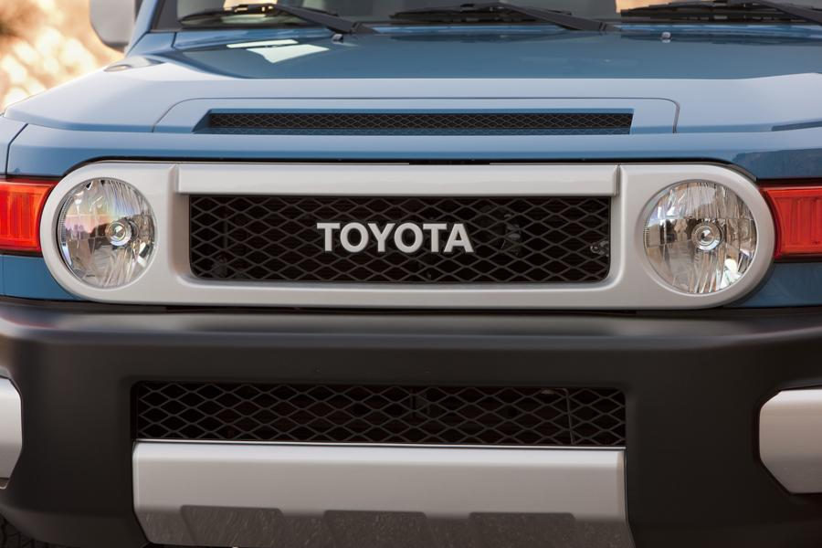 2013 Toyota FJ Cruiser Photo 4 of 13