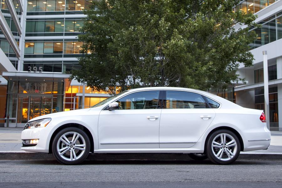 2013 Volkswagen Passat Photo 3 of 13