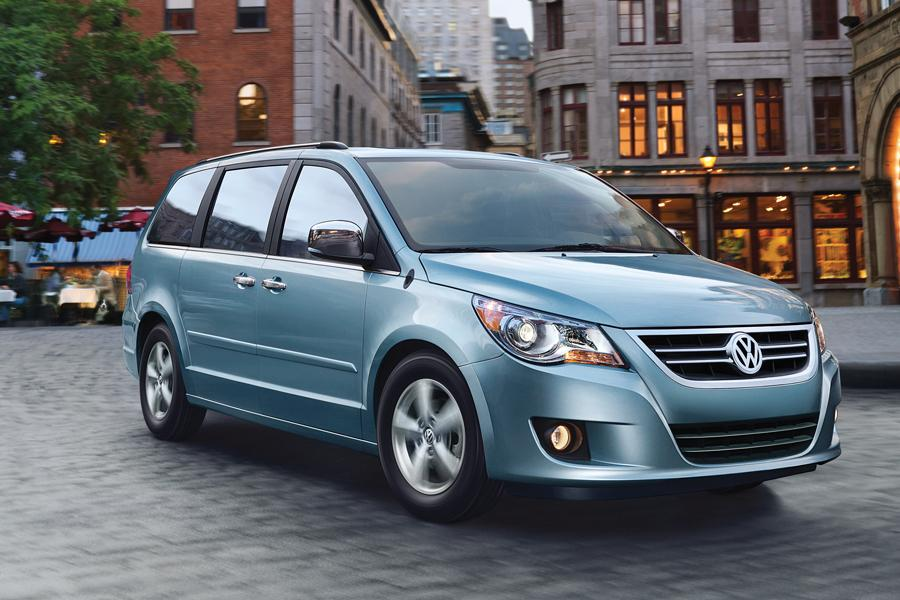 2013 Volkswagen Routan Photo 2 of 4