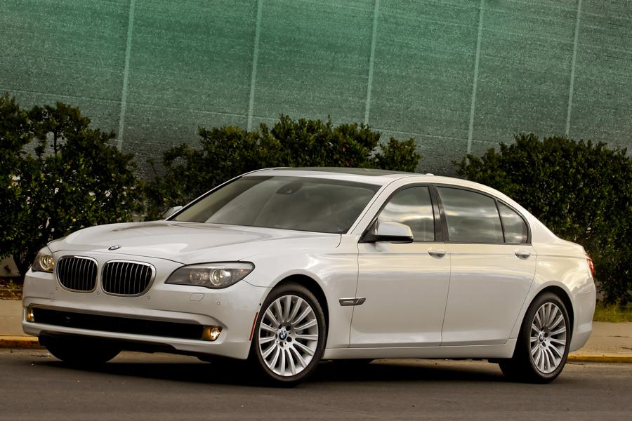 2013 bmw 750 reviews specs and prices. Black Bedroom Furniture Sets. Home Design Ideas