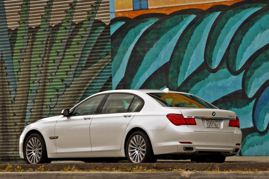 2013 BMW 750 Photo 4 of 14