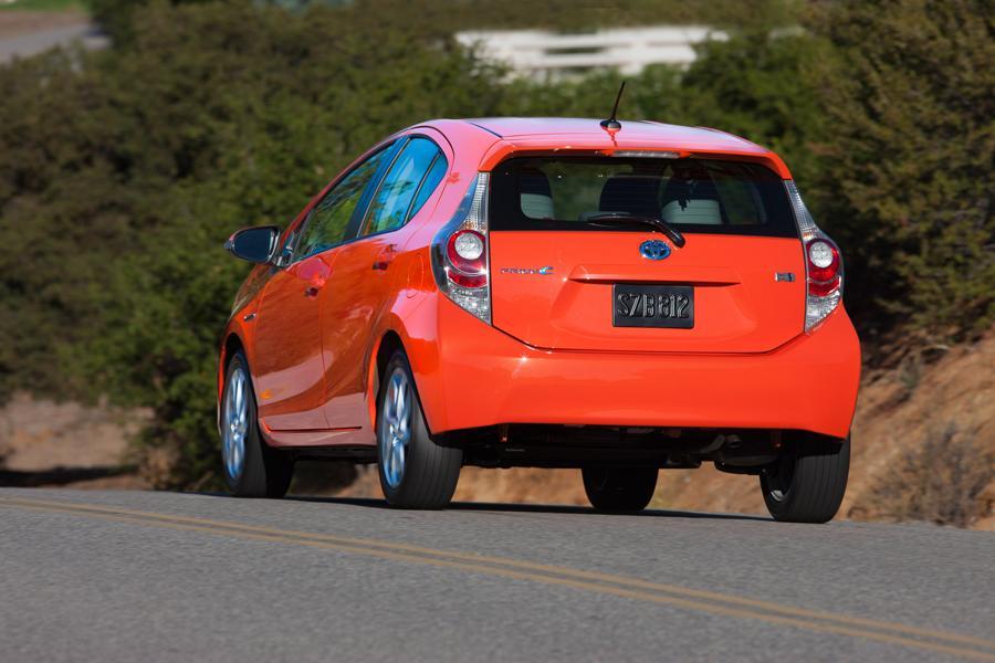 2013 Toyota Prius c Photo 4 of 12