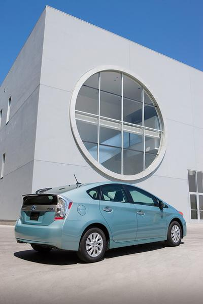 2013 Toyota Prius Plug-in Photo 2 of 9