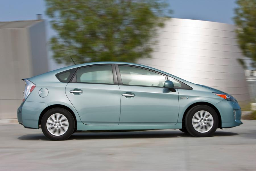 2013 Toyota Prius Plug-in Photo 3 of 9