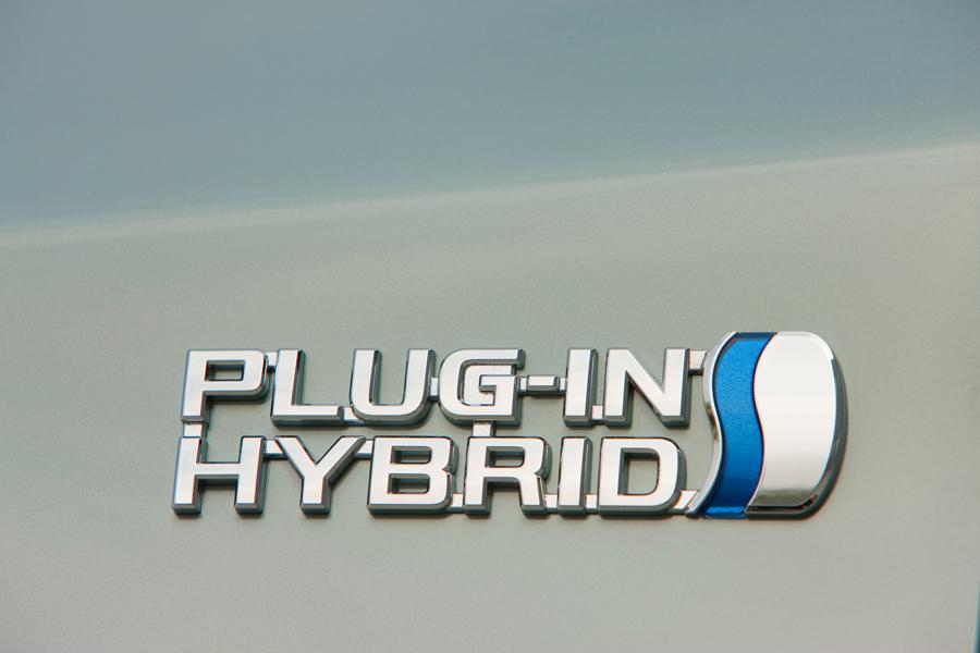 2013 Toyota Prius Plug-in Photo 6 of 9