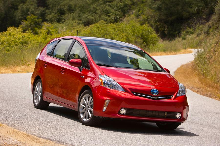2013 Toyota Prius v Photo 2 of 8