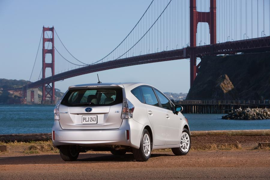 2013 Toyota Prius v Photo 4 of 8