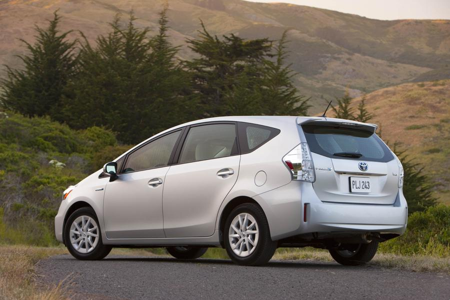 2013 Toyota Prius v Photo 5 of 8