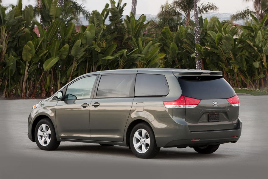 2013 Toyota Sienna Photo 4 of 25