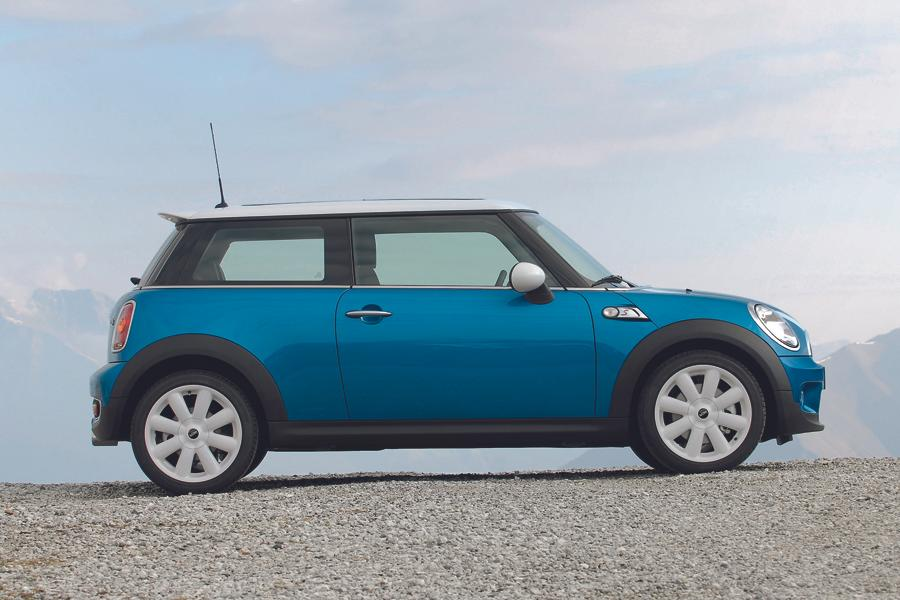 mini cooper s hatchback models price specs reviews. Black Bedroom Furniture Sets. Home Design Ideas