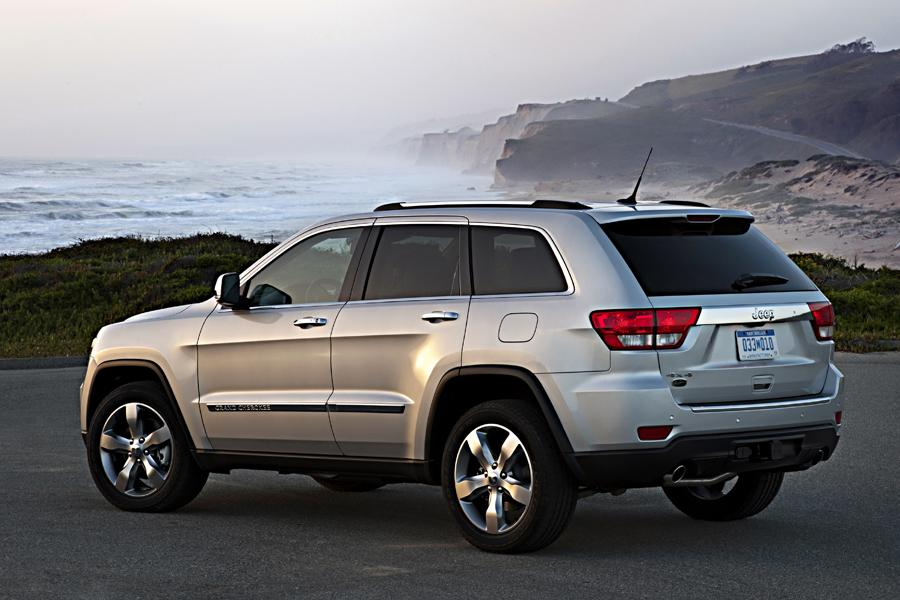 2013 Jeep Grand Cherokee Photo 2 of 17