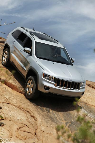 2013 Jeep Grand Cherokee Photo 4 of 17