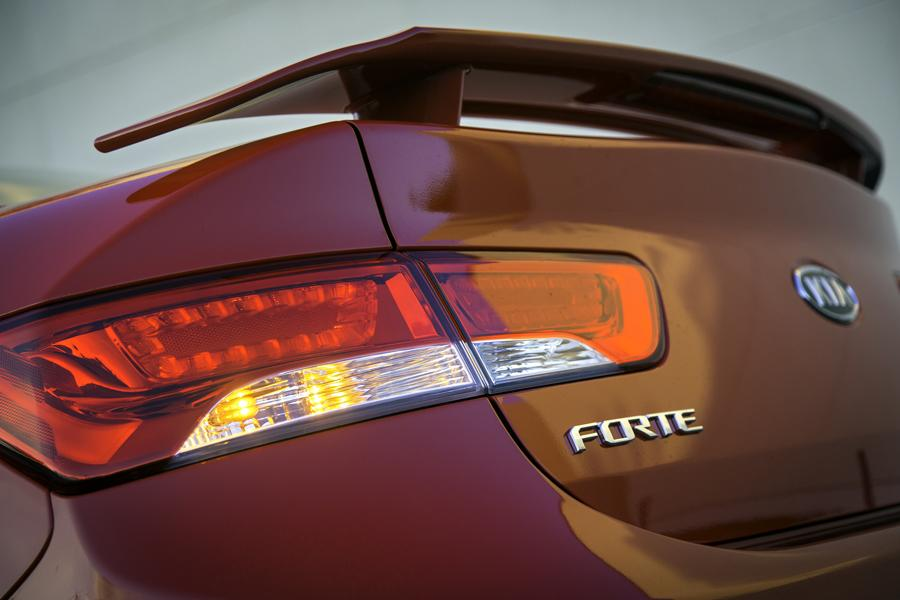 2013 Kia Forte Koup Photo 4 of 5
